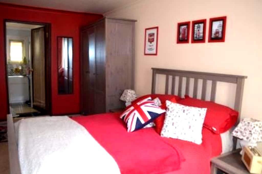 Nr city,beach,train,private room in Perth/Daglish - Daglish - Haus