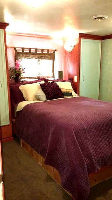 Cozy room in Oneida Lake Region - Central Square