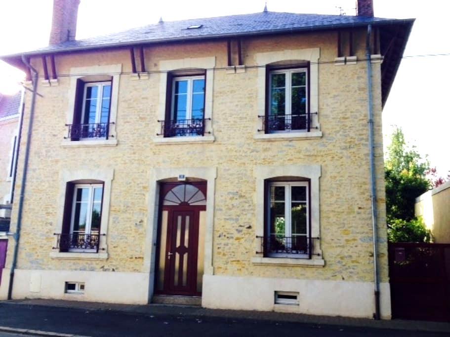 MAISON DE CARACTERE - Chantonnay - Rumah