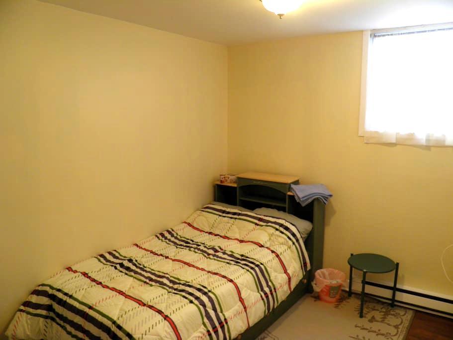 Chambre lit simple au centre ville! - Sherbrooke - Apartment
