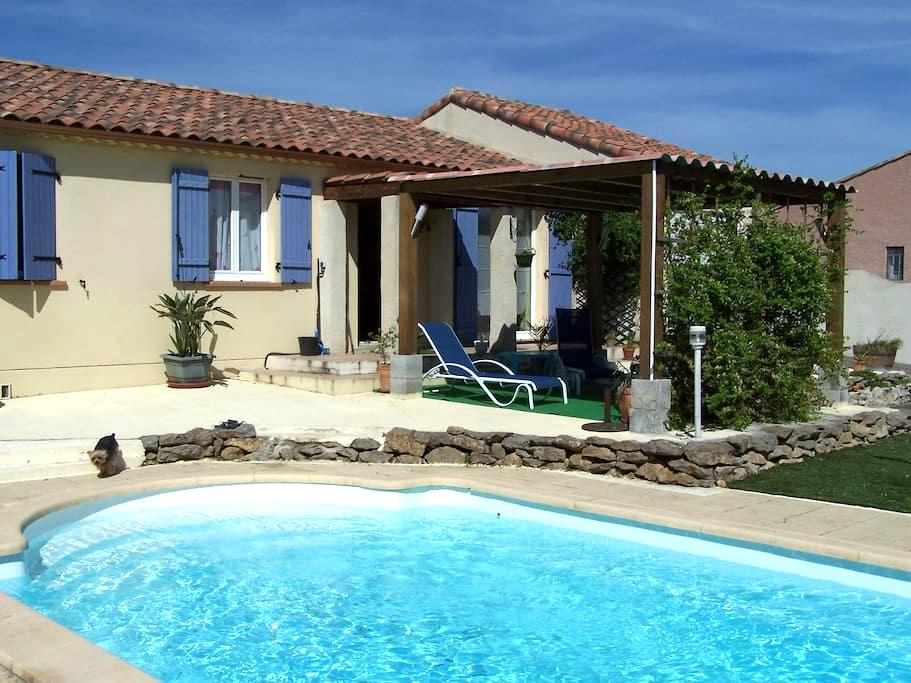 chambre dans villa avec piscine - Trèbes