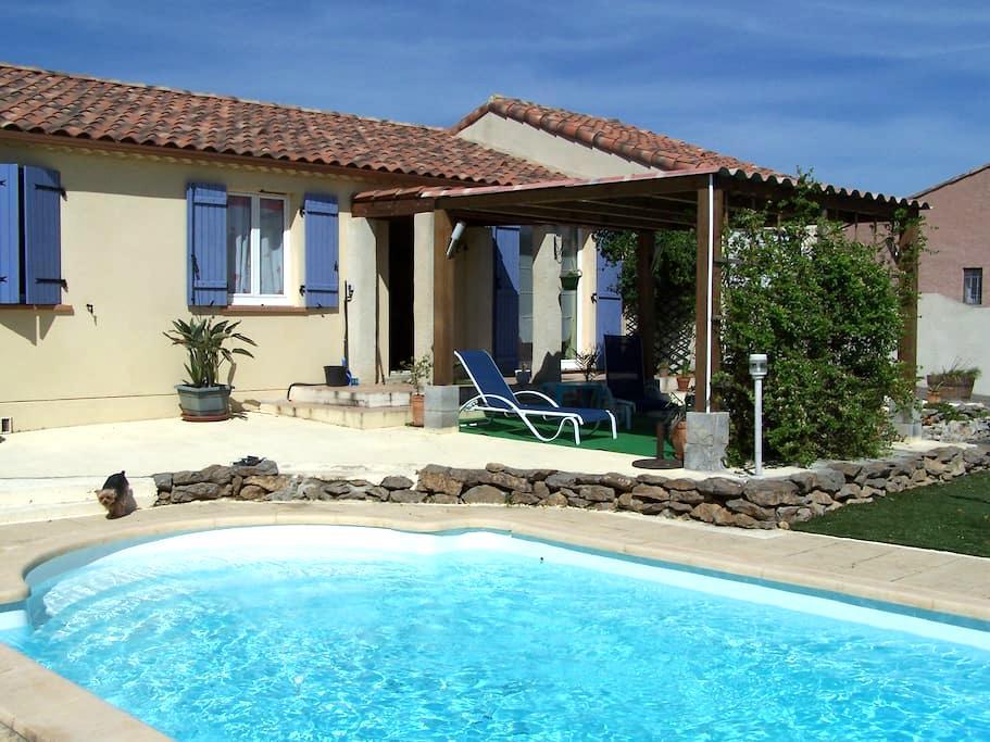 chambre dans villa avec piscine - Trèbes - House