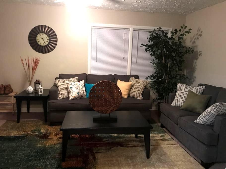 Cozy Private 1BR. Prime Location! - Akron - Apartment