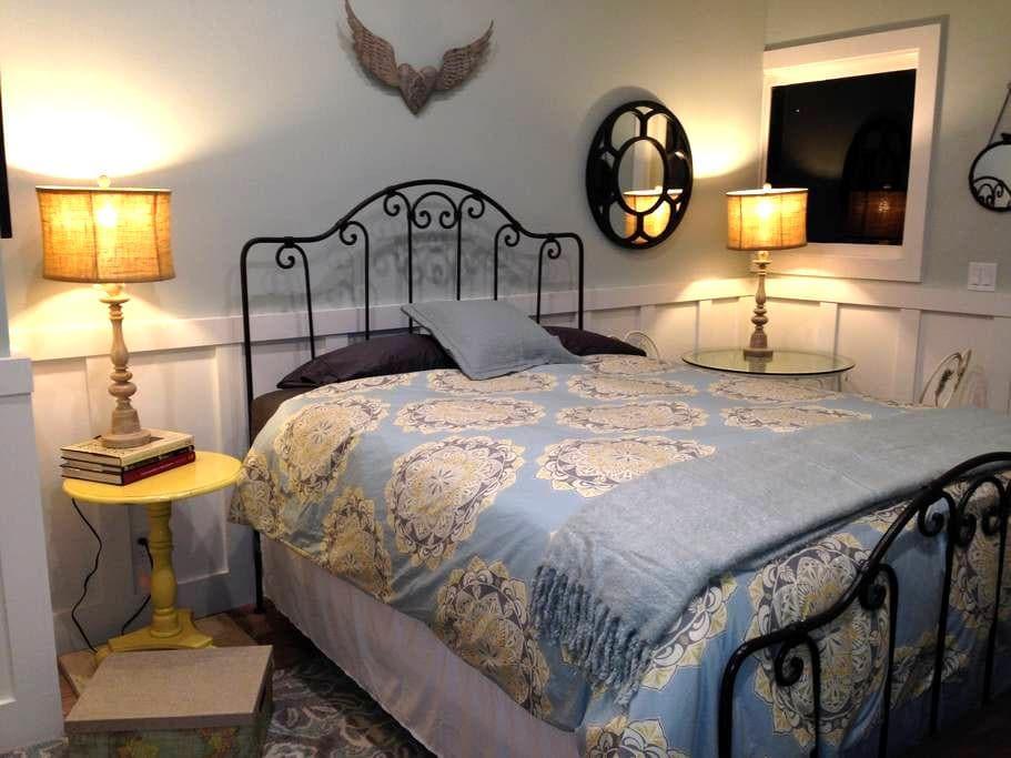 Clean, Cozy Studio Cottage - Monterey - Huis