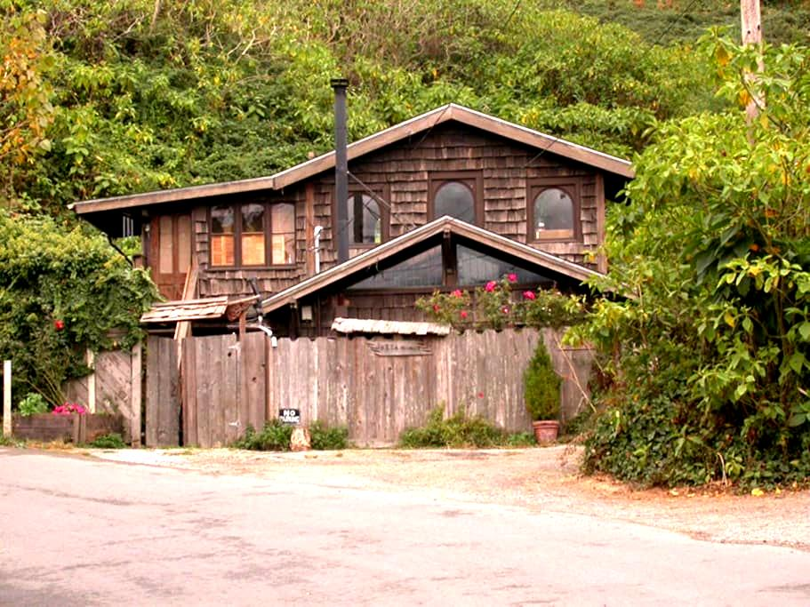 """Just A Minit"" Bolinas Cottage - Bolinas"