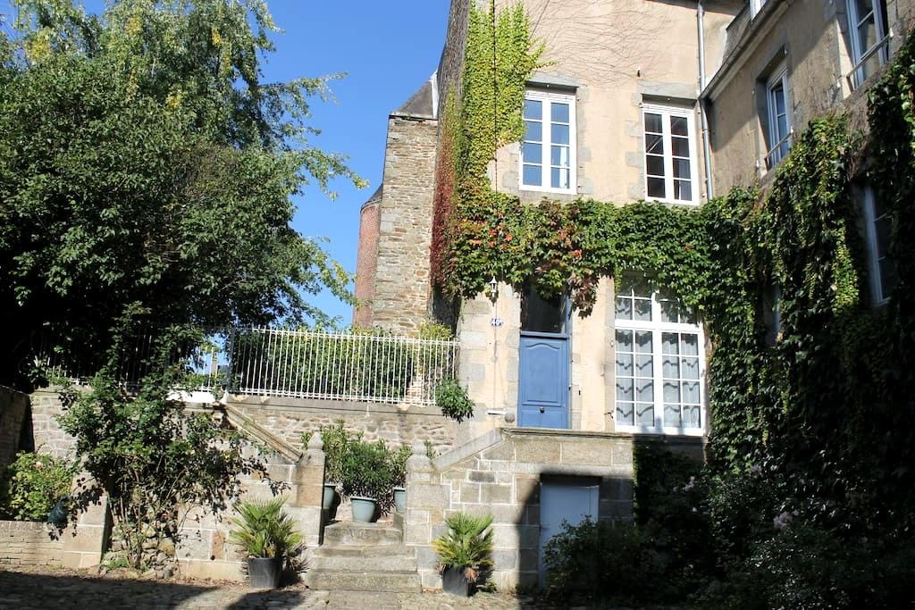 Hotel particulier 17ème siècle - Mayenne - บ้าน