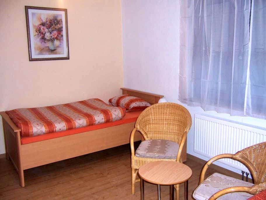 Haus Obersulm Zi. 2    Doppelzimmer - Obersulm - Appartement