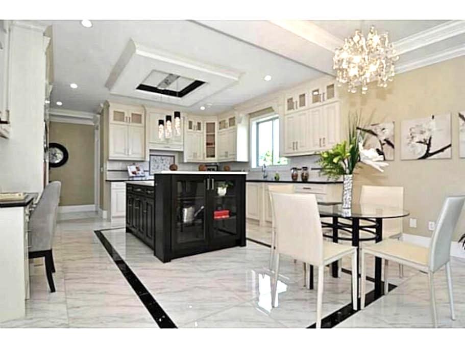 Luxury new house - White Rock - House