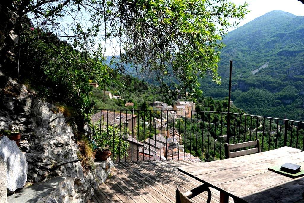 Maison de village avec terrasse/vue - saorge - Rumah