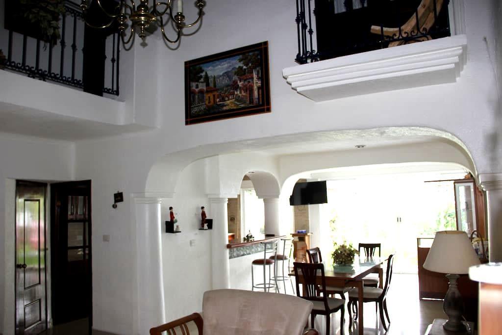 Residencia tipo Queretana (colonial) - Villahermosa - House