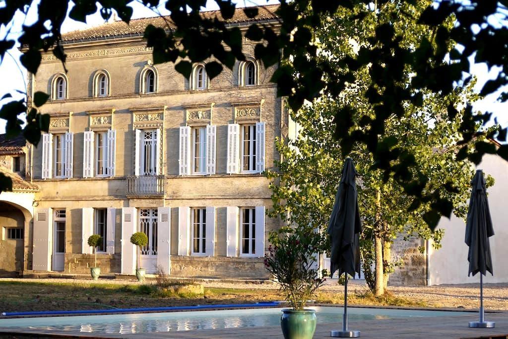 Château la Maronne - Chambre cocon - Mauriac - Guesthouse