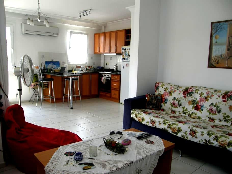 Bright and Clean Apartment in Downtown - Fethiye - Apartament