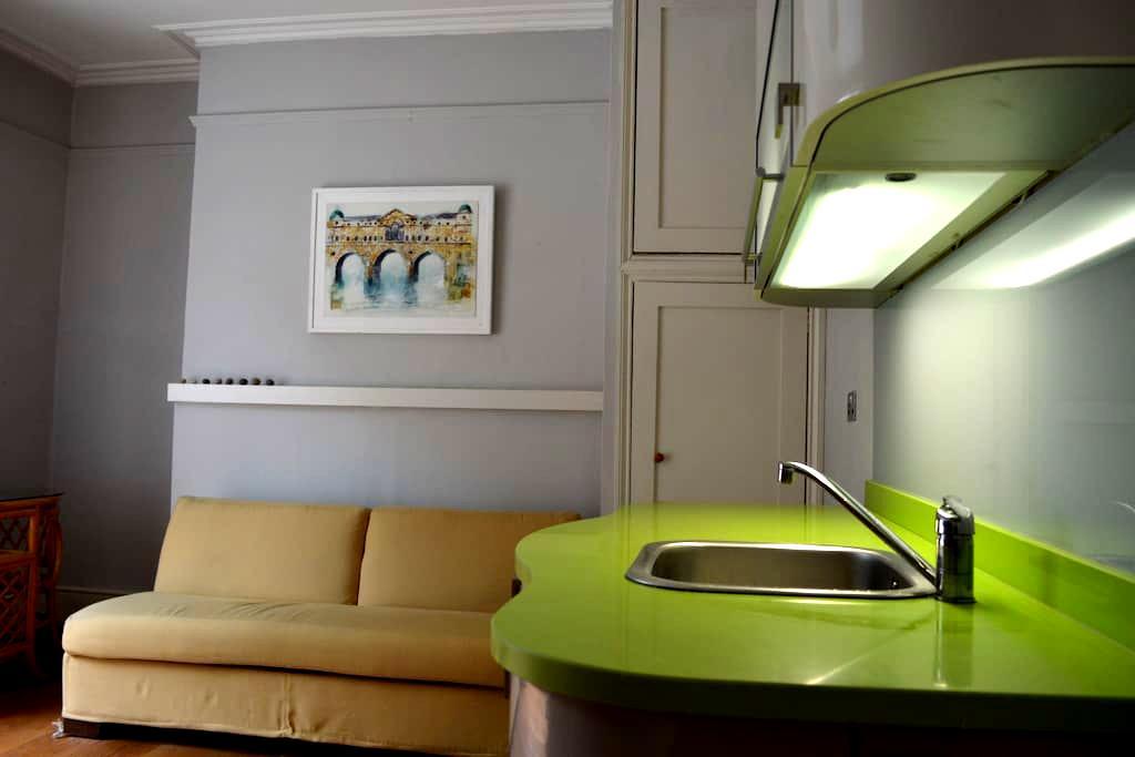 Bijou studio central opposite park - Bath