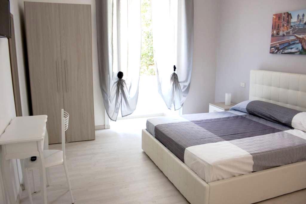 Cosmopolitan - Roma Termini Suites 4 - Roma - Bed & Breakfast