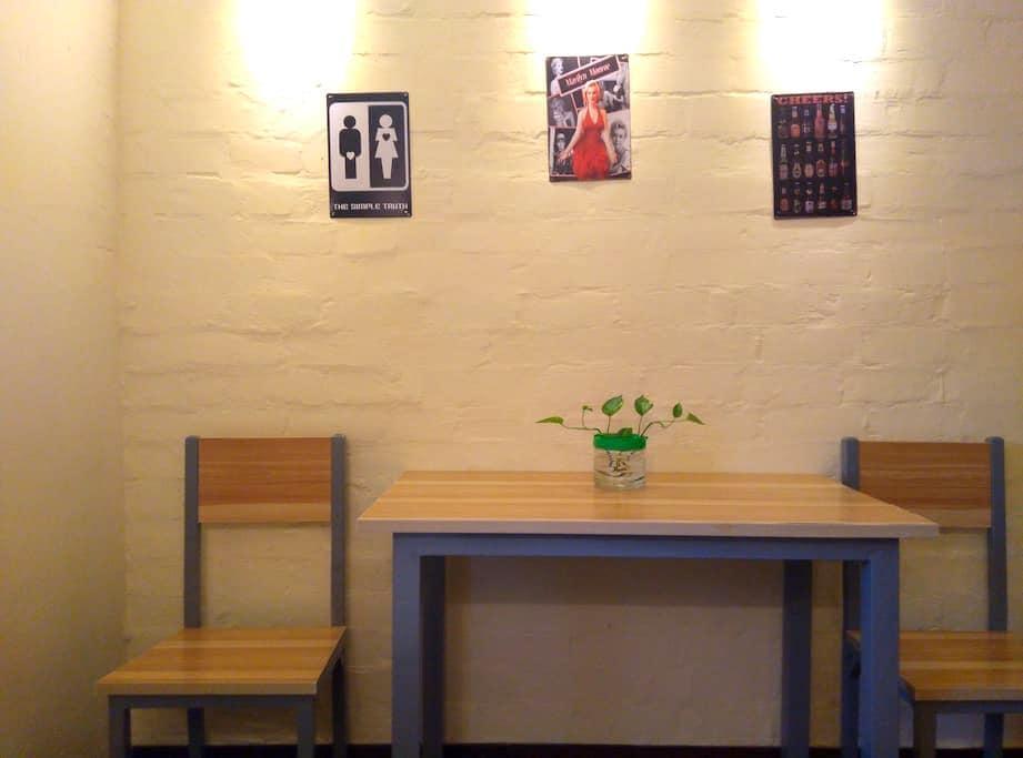 火车站玄武湖旁小市地铁站口文化主题公寓,机车、复古、夜市、菜场一应俱全 - Nanjing - Apartment