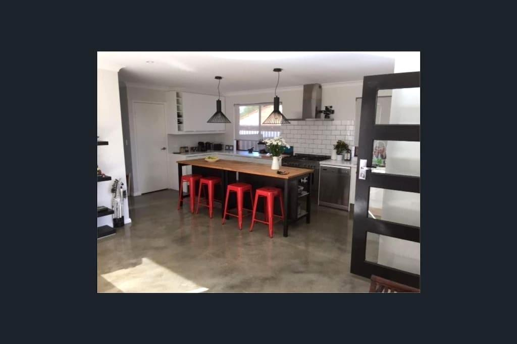 Designer duplex in Perth's top riverside suburb - Applecross - Villa