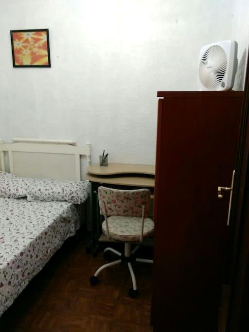 A - PRIVATE ROOM CHUECA - Madrid - Lakás