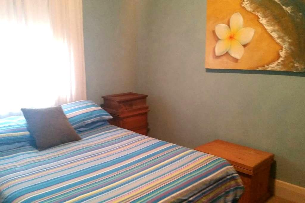Queen Room Available - Broadmeadow - Rumah