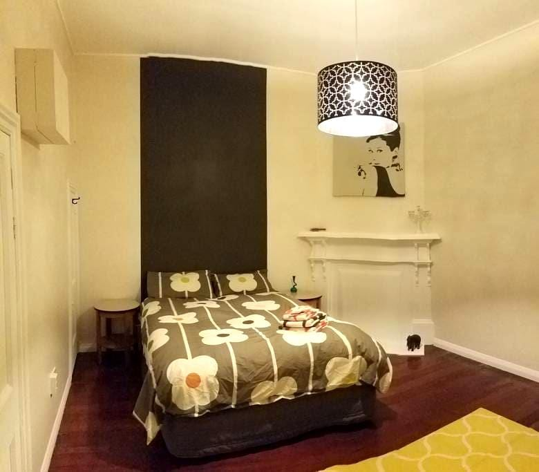 Sunny, character flat not far from town & beach - Wellington - Appartement