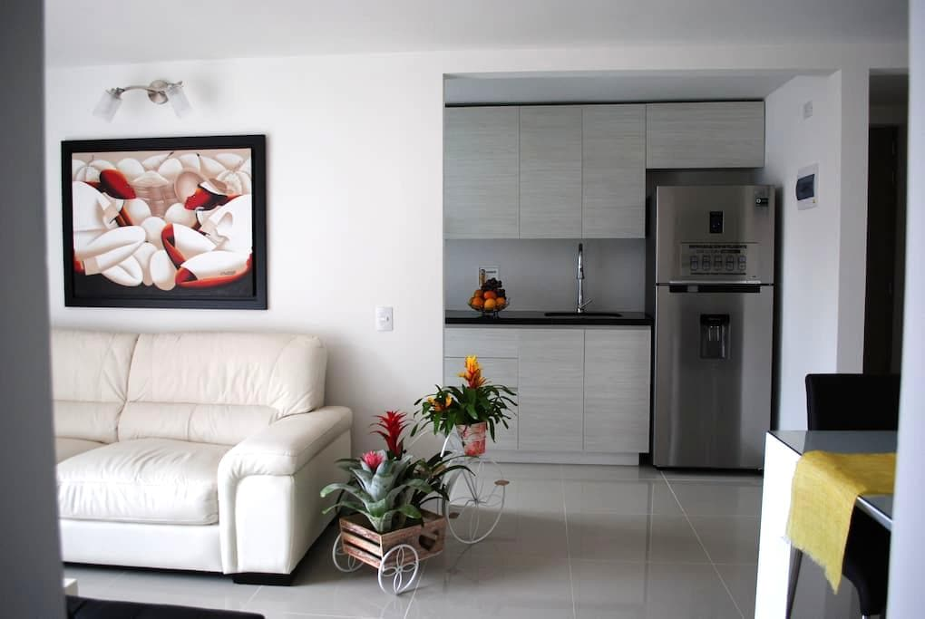 "Near ""EL POBLADO""New 3 broom apt. New furniture. - Sabaneta"