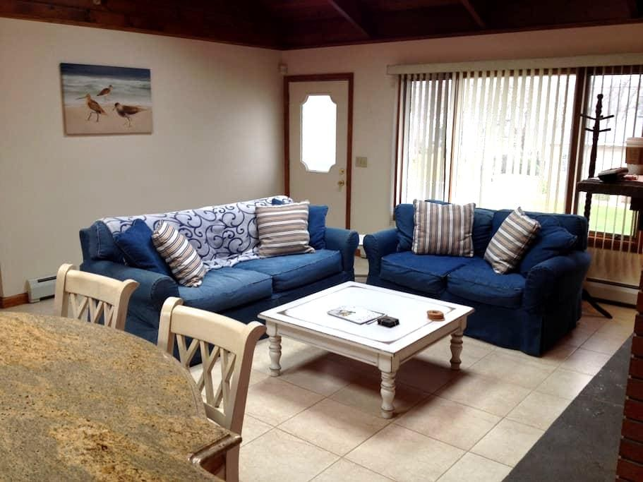 Updated Beach Home with Amenities! - Old Lyme - Ev