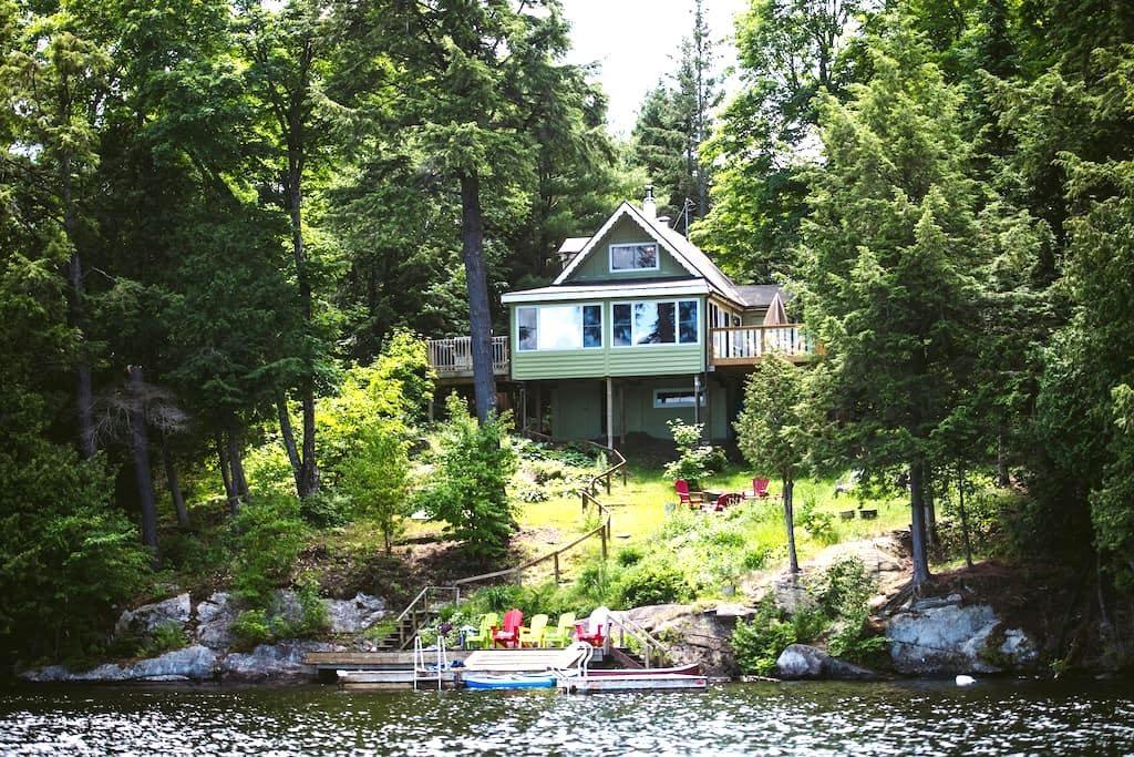 Beautiful cottage in McKellar ON - McKellar - Houten huisje