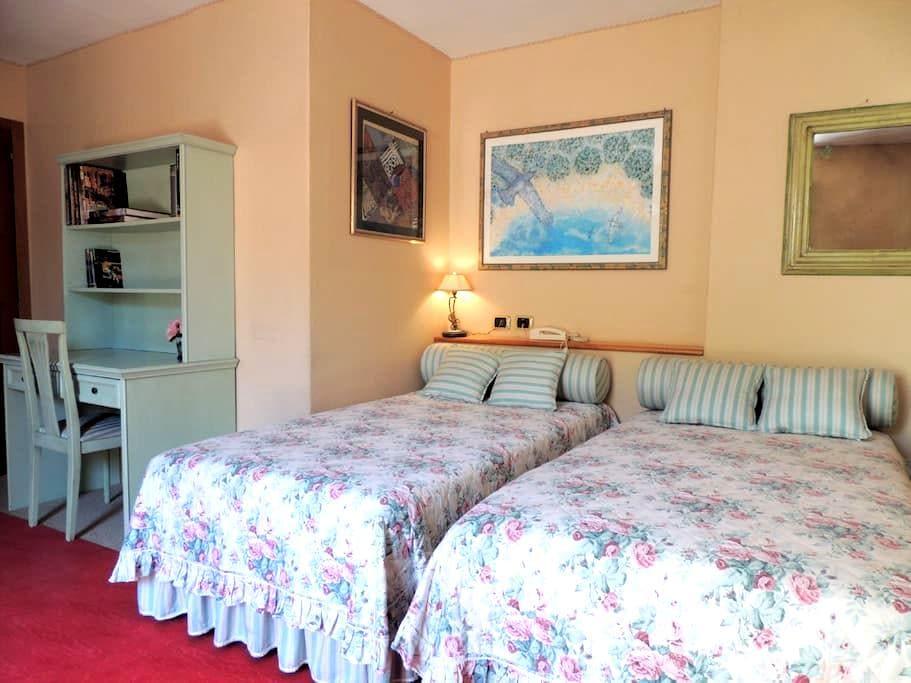 Ampia stanza con bagno e giardino! - Prato - House