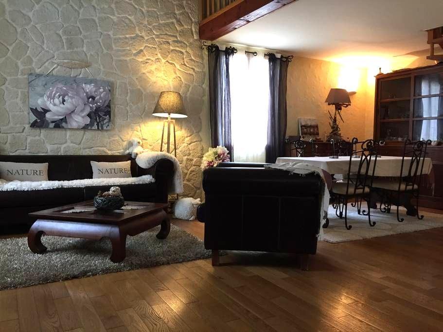 Villa tout confort & jardin (idéalement située) - Bompas - Huis