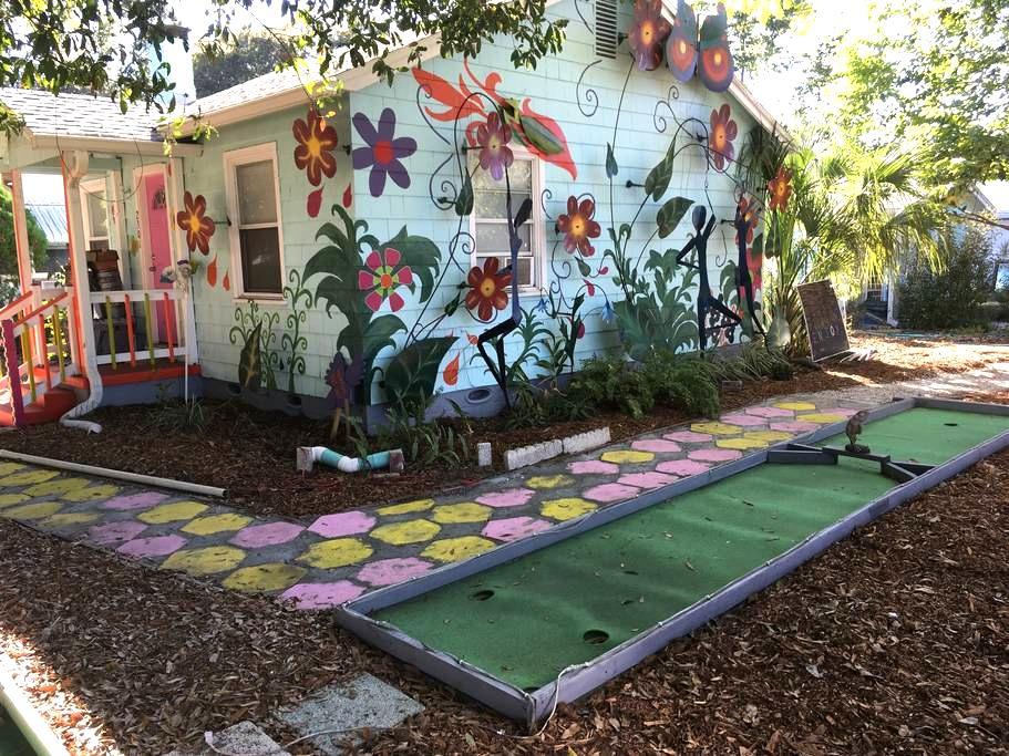 Art and Music Wonderland - Gulfport - Hus
