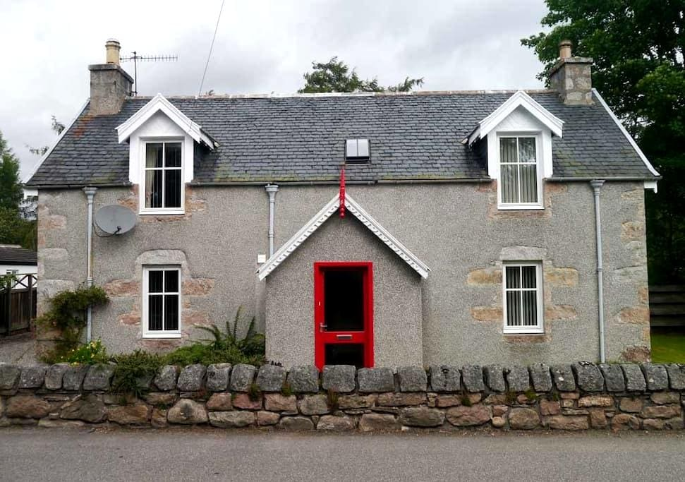Lynroy, Traditional Highland Cottage, Carrbridge - Carrbridge