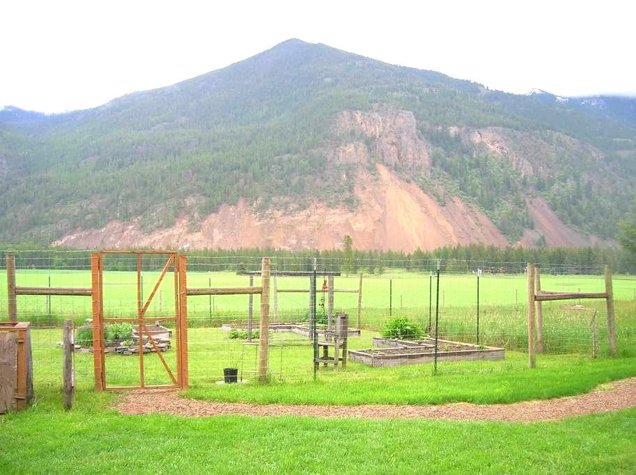 Mountain Room - Columbia Falls - บ้าน