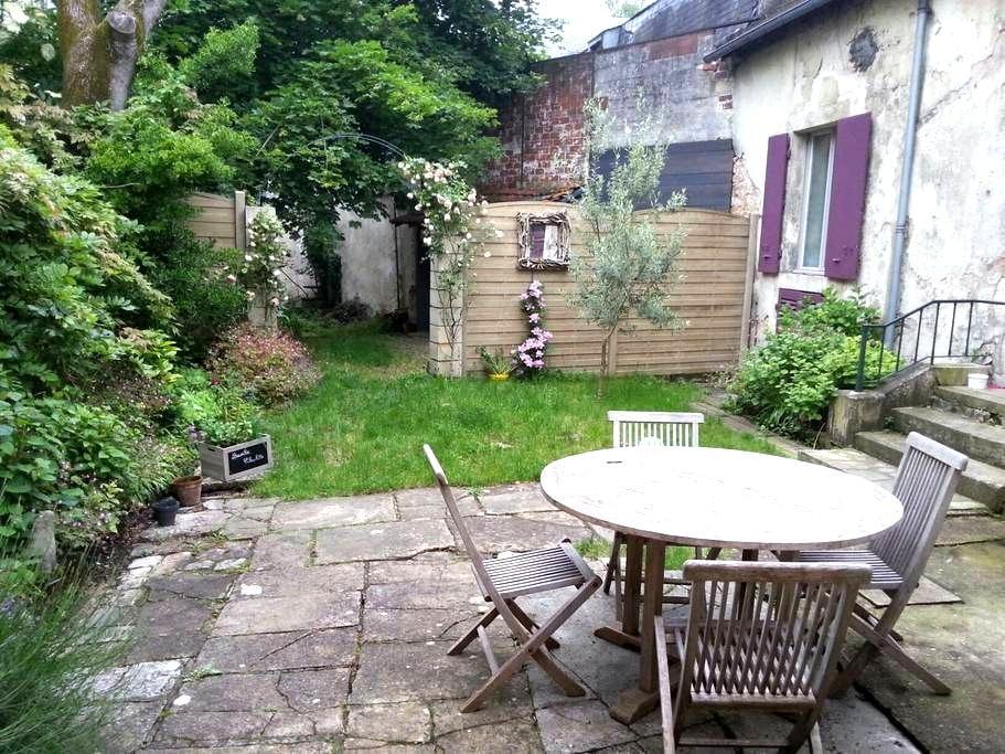 Chambre dans maison centre ville - Bourges - Casa