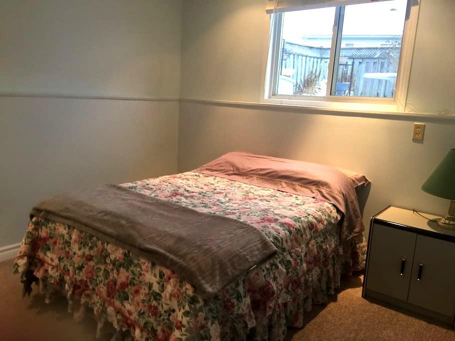 Nice clean rooms (2) - Brantford - บ้าน