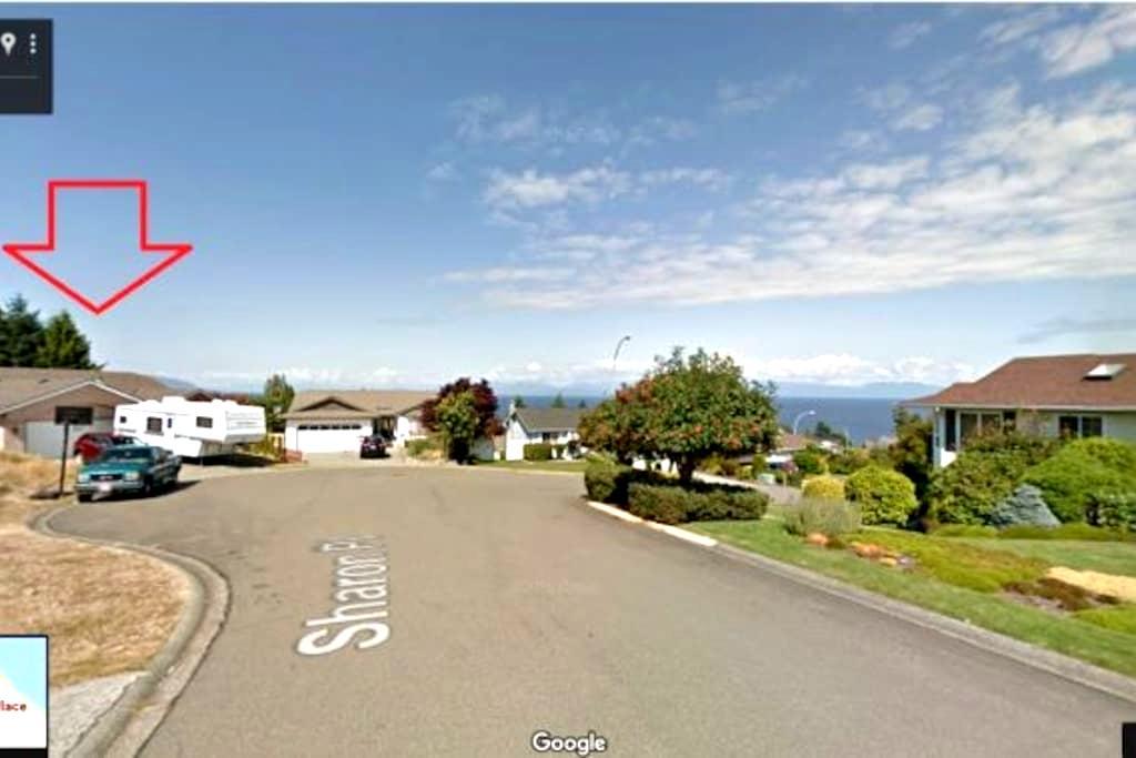 PRIVATE ENTRY suite,private living&bath,beach 5min - Nanaimo - Hus