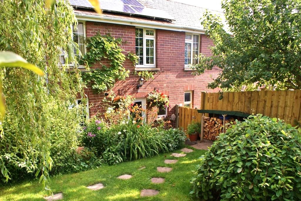 Small single room in family house. - Totnes - Hus