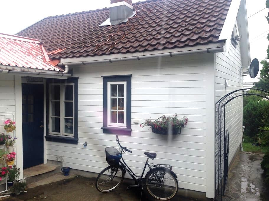 Tiny cosy home with heaps of charm - Arendal - Hus