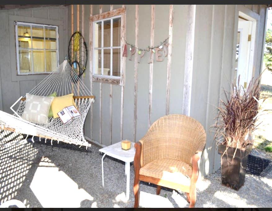 Tiny Cottage at Glenhill Farm & Gardens - Petaluma - Bungalov