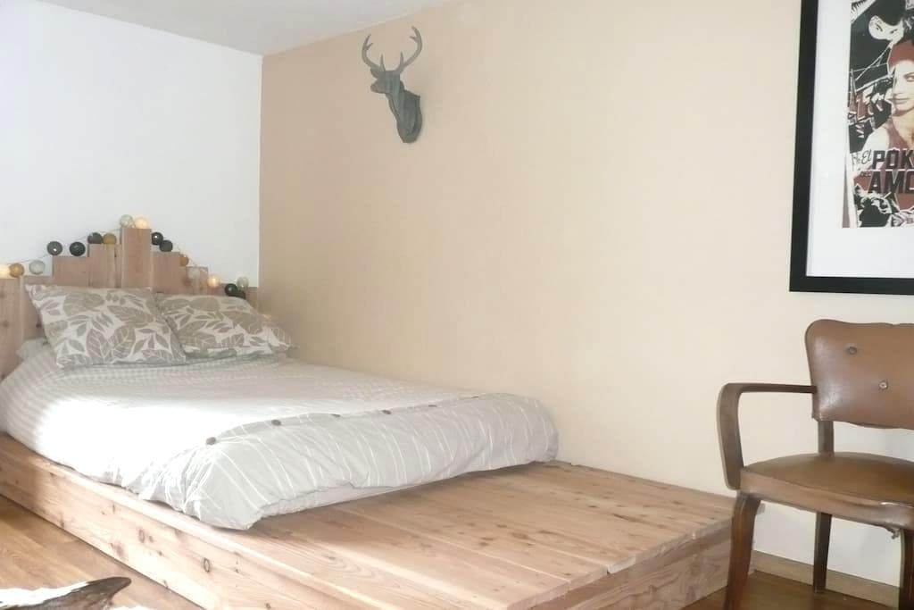Chambre calme dans une fermette gaumaise - Florenville - Casa