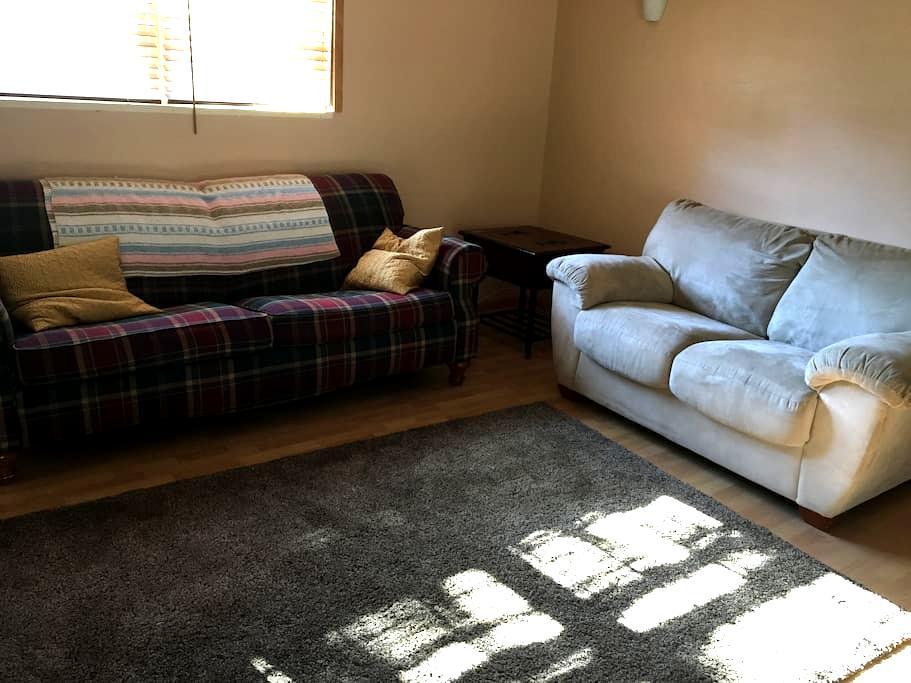 Bedroom, bath, sitting, 10 mins from Bay Bridge. - Arnold