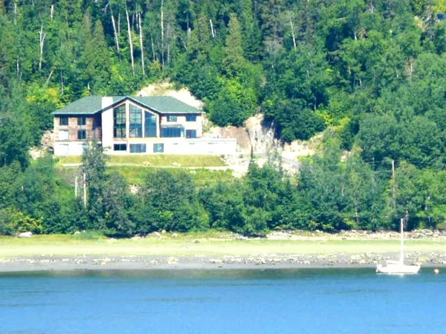 Gite Le Coeur du Fjord (Chambre 5) - L'Anse-Saint-Jean - Bed & Breakfast