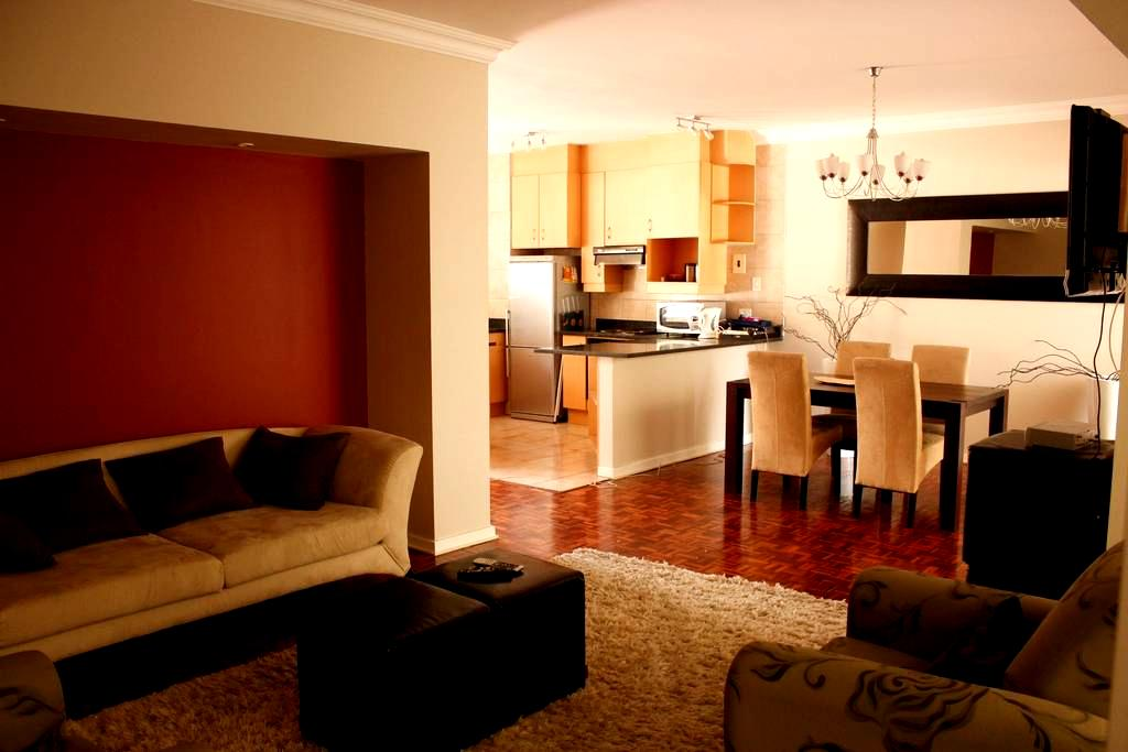 Walking distance frm Mandela Square - Sandton - Appartement