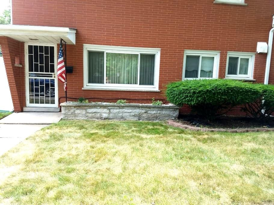 Cozy 1 bedroom apartment. - Lansing - Huoneisto