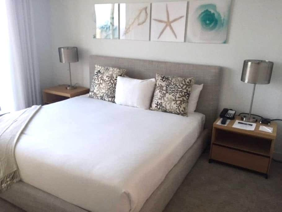 Fabulous New 1 Bdr at BeachWalk Resort - Hallandale Beach - Leilighet