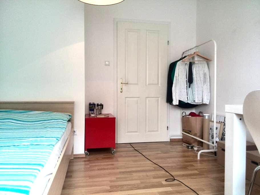 Modern room for 2 or 3 guest - Wenen