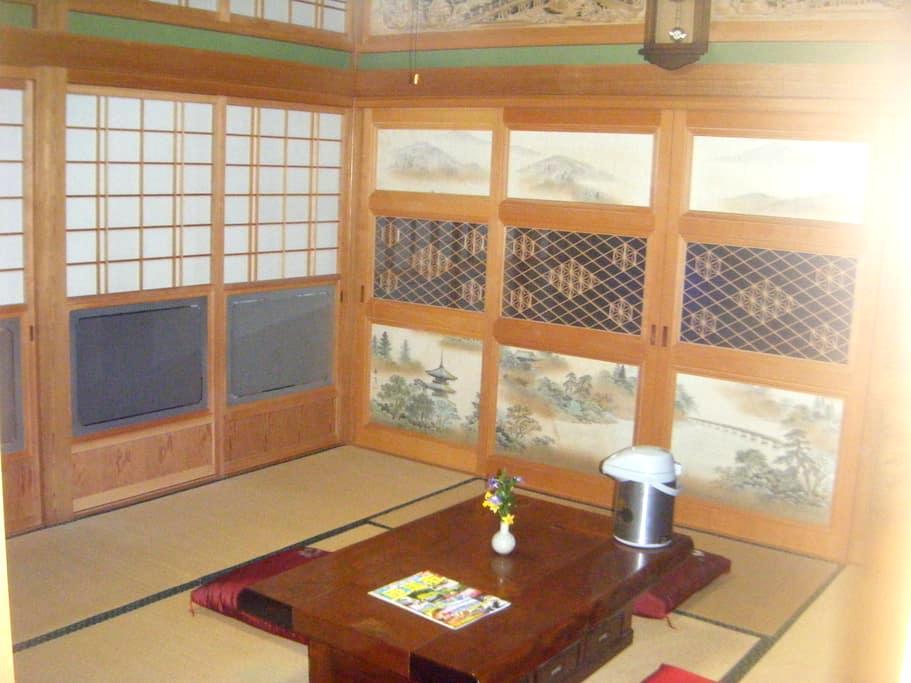 お二人料金設定 駐車無料 WiFi 総檜入り母屋造り 続きの間付畳部屋 - Sōsa-shi - House