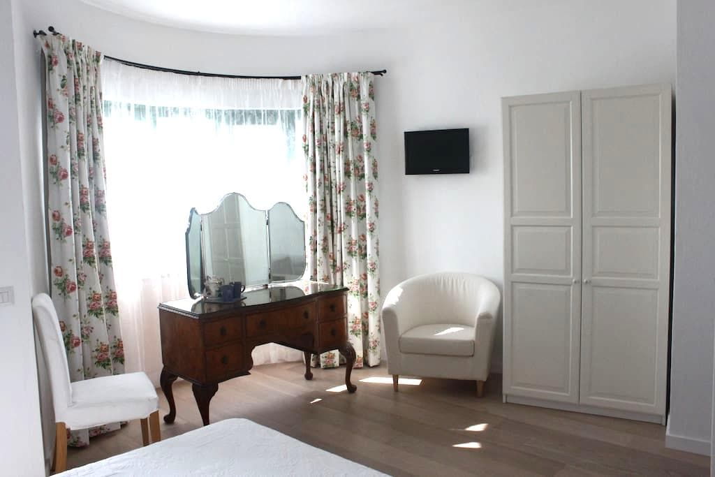 Lovely rooms at a nice price - Palau - Bed & Breakfast