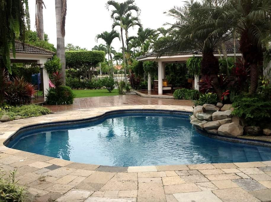 Suite, tropical garden, lake & pool - Guayaquil - Casa