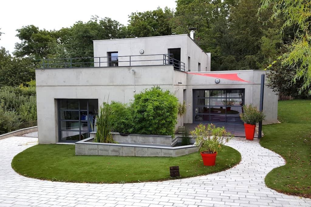 maison d architecte au calme - Romagnat - House