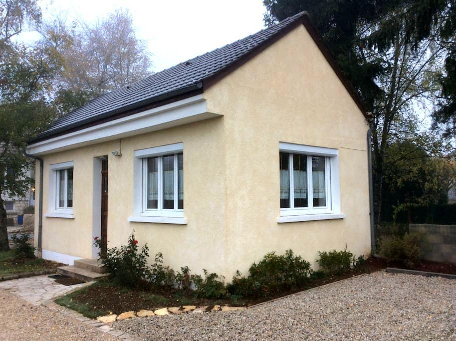 Halte Saltusienne - Saint-Julien-du-Sault - House