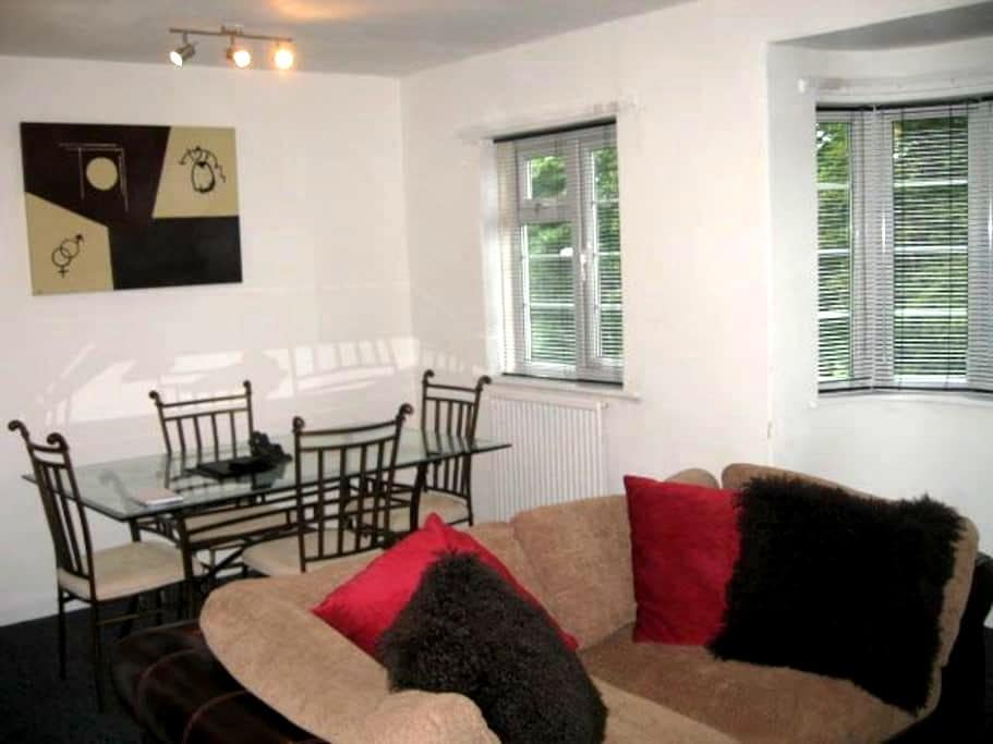 Lovely 2 bed apartment in Adel, Leeds - Leeds - Apartament